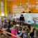 Le père Luc visite les écoles